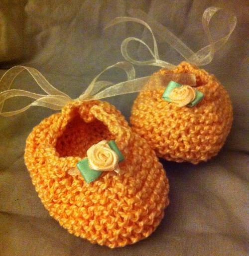 f3f3bf0753d6 Pretty Little Knitted Baby Booties